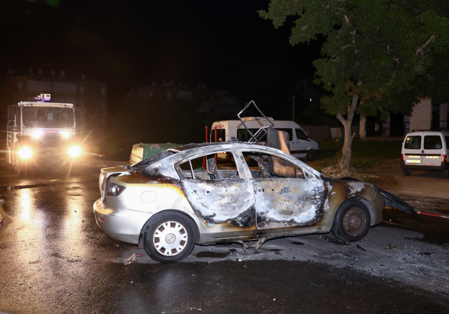 A car set on fire by Israeli Arab residents during riots and clashes between Arab and Jewish residents, in the central Israeli town of Lod, on May 12, 2021. (Yossi Aloni/Flash90)