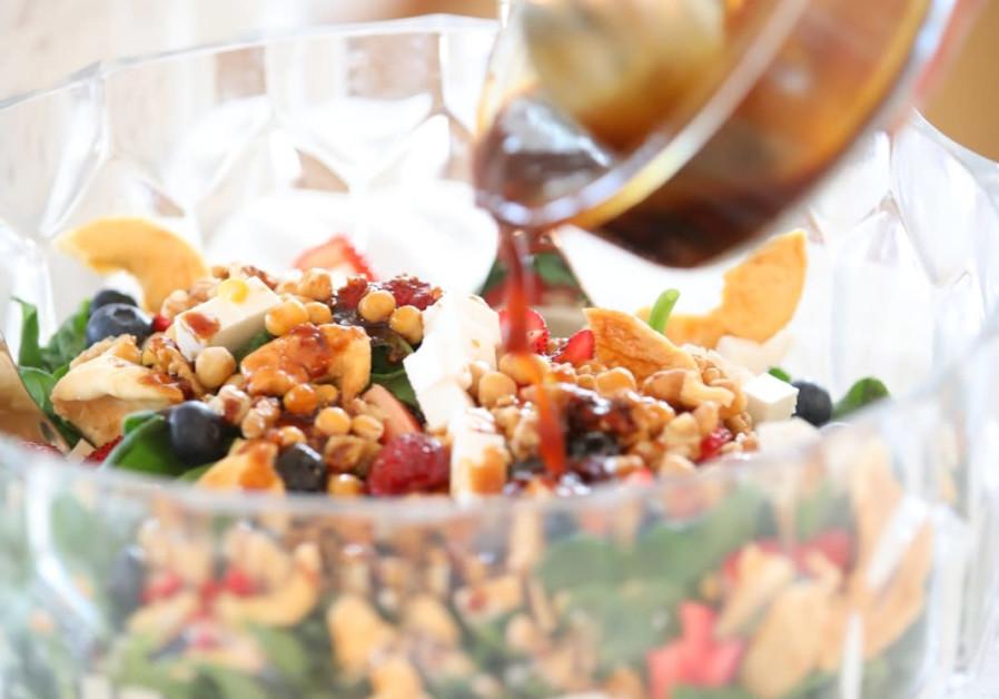 Green, red and white salad (Photo credit: Eitan Waxman)