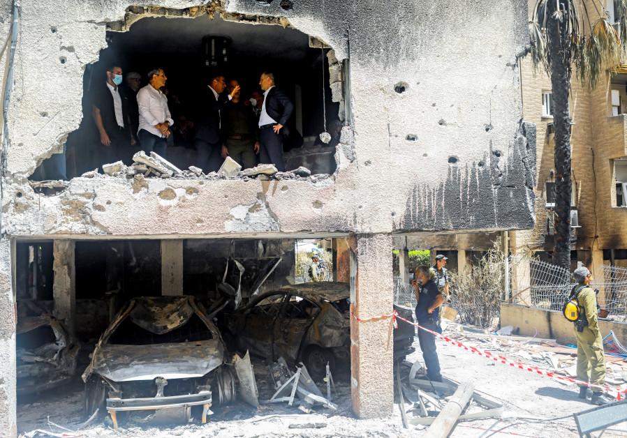 FOREIGN MINISTER Gabi Ashkenazi and German counterpart Heiko Maas inspect an apartment damaged by a Gazan rocket, in Petah Tikva on May 20. (Nir Elias/Reuters)
