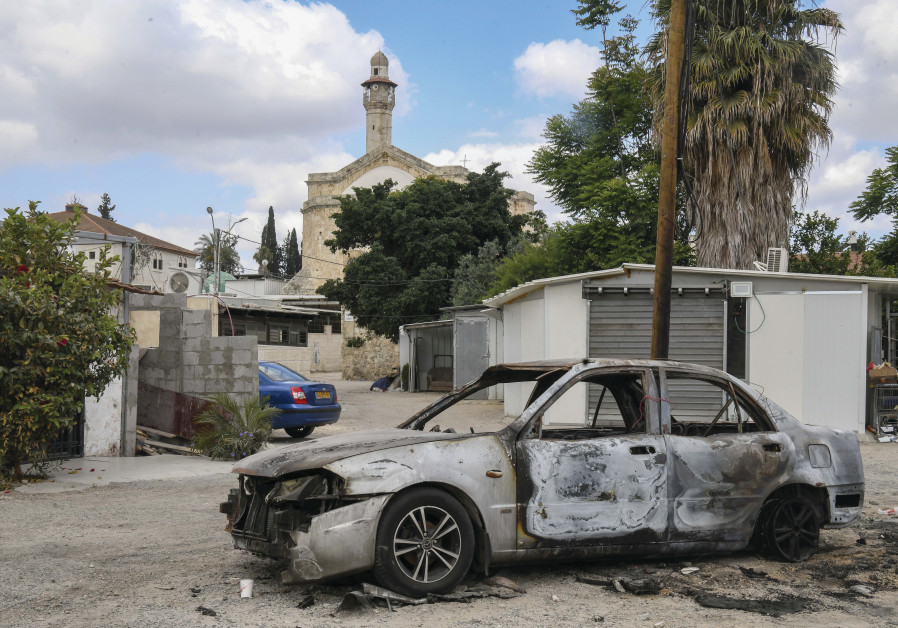 A car that was burned during recent clashes between jewish and Arab residents of Lod, in the central Israeli city of Lod, May 23, 2021. (Credit: Flash90)