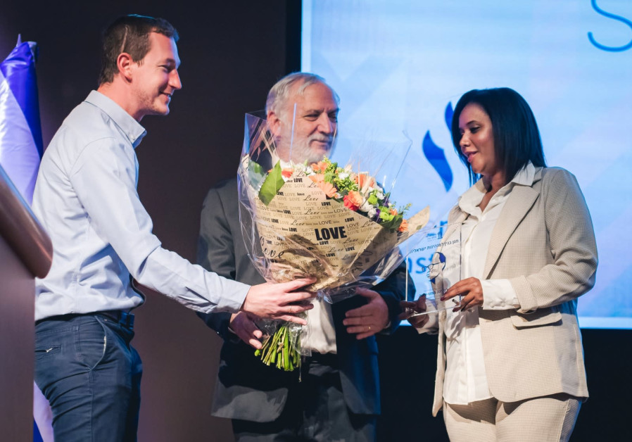 Tamano-Shata receives flowers and an award for her achievements (Photo Credit: Noga Malsa).