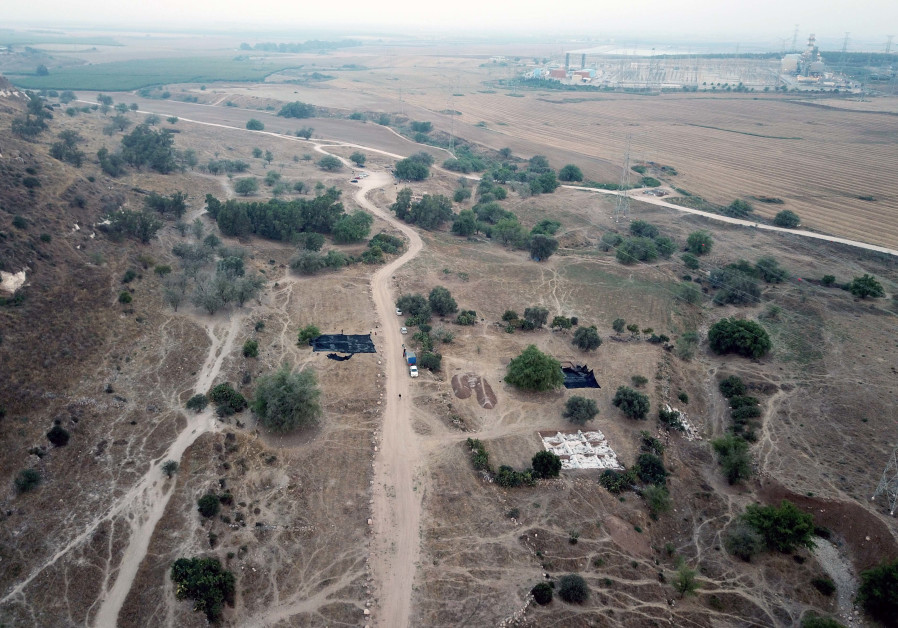 View of lower city to west in Tell es-Sâfi/Gath. (Photo credit: Courtesy of the Tell es-Sâfi/Gath Archaeological Project)