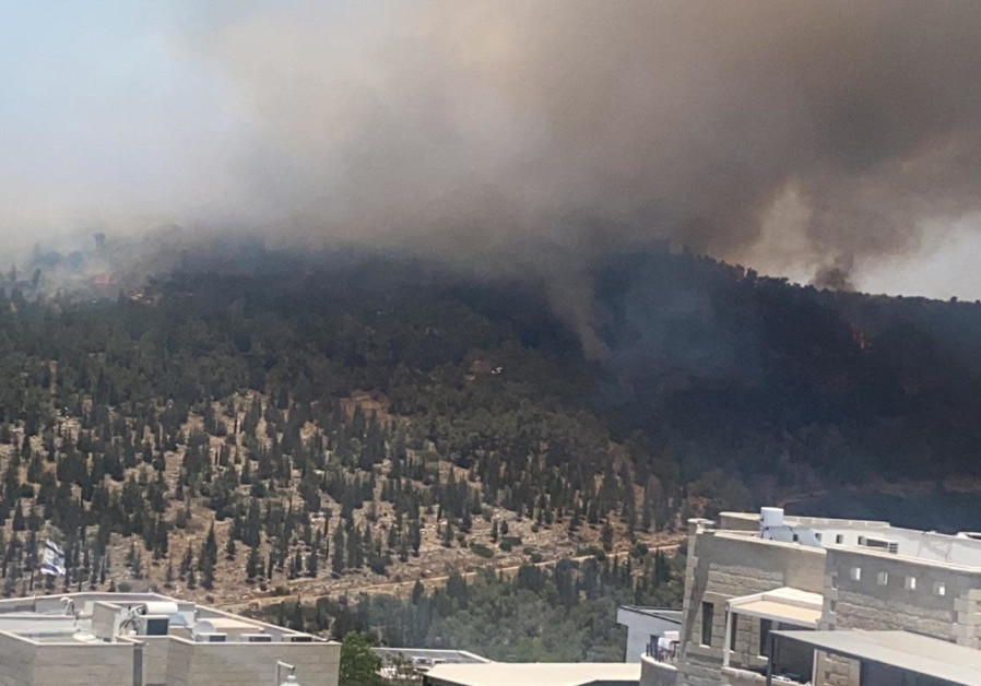 Fire near Abu Gosh, Neve Ilan, June 9, 2021 (Credit: Fire and Rescue Services)