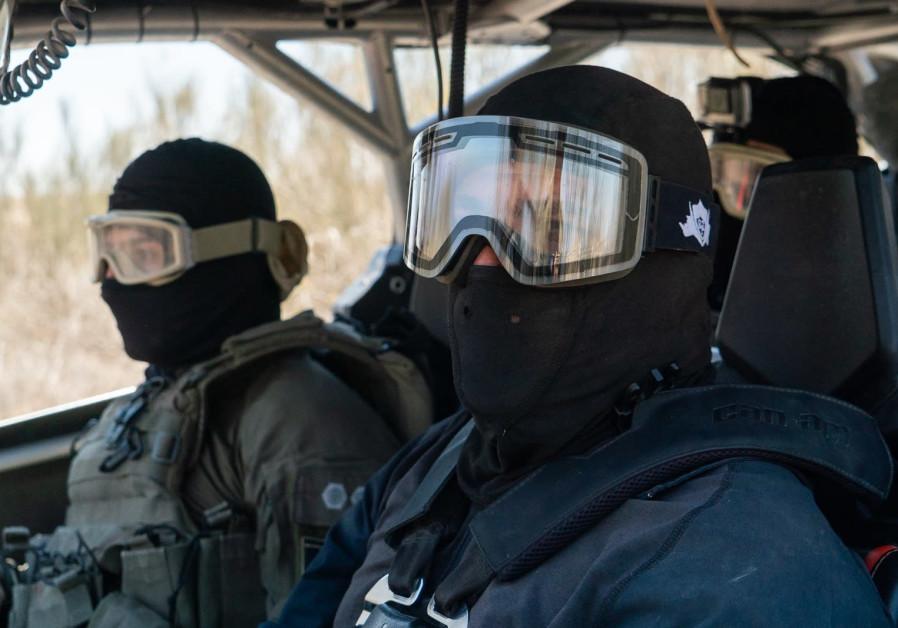 IDF simulates arrest of drug smugglers on Egyptian border (Credit: IDF Spokesman's Unit)
