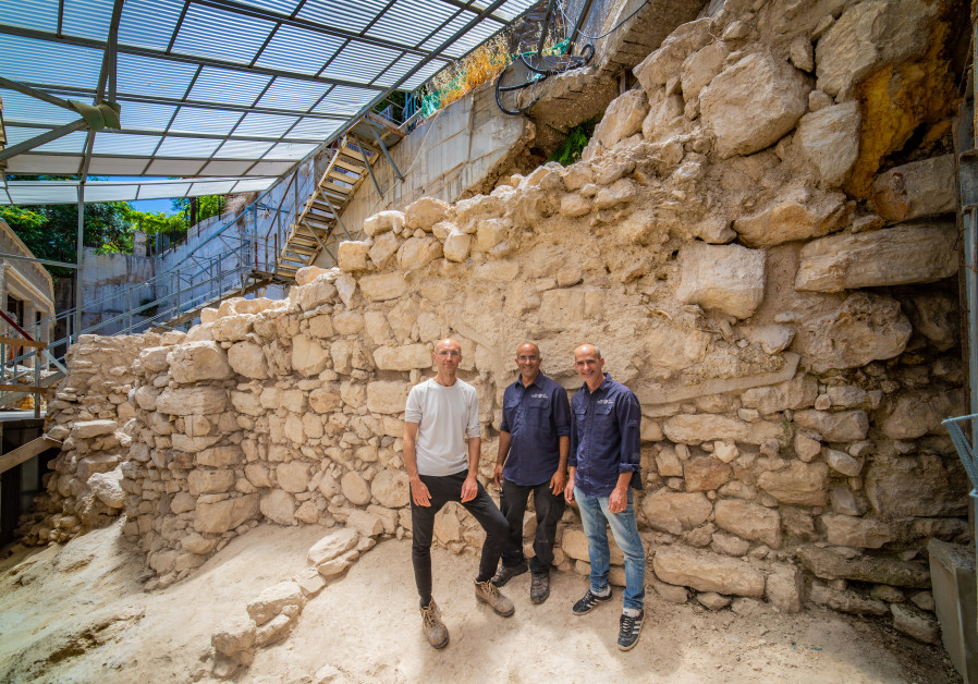 Excavation directors: Dr. Joe Uziel, Ortal Kalaf, and Dr. Filip Vukosavovic are standing by the exposed section of the wall. (Credit: KOBY HARATI/CITY OF DAVID)