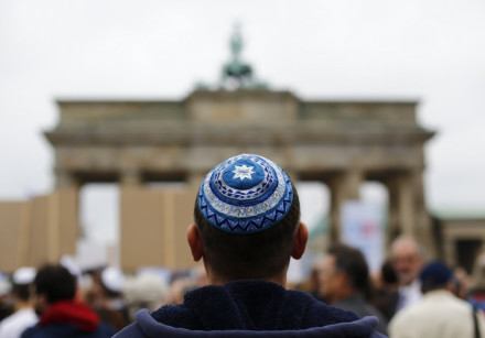 A man wearing a kippah at Berlin's Brandenburg Gate.