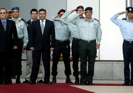 Ehud Barak, Amir Peretz and Lieutenant-General Gabi Ashkenazi in Tel Aviv on June 19, 2007