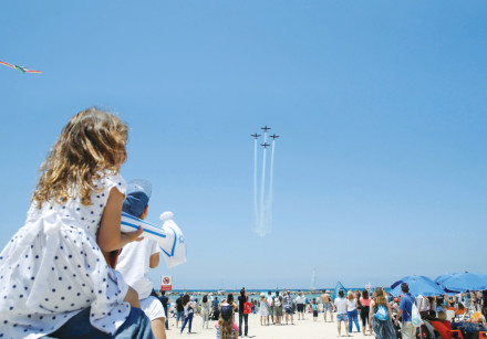 Israelis watching the IAF Independence Day show on the Tel Aviv beach