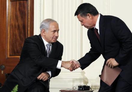 Jordan's King Abdullah II (R) greets Israeli Prime Minister Benjamin Netanyahu