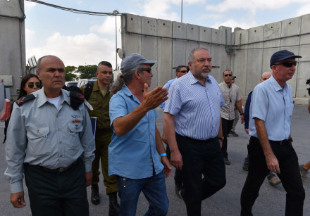 Defense Minister Avigdor Liberman at the Kerem Shalom crossing into the Gaza Strip, July 22, 2018