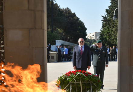 Avigdor Liberman on a visit to Azerbaijan, visiting the Eternal Fire memorial in Baku
