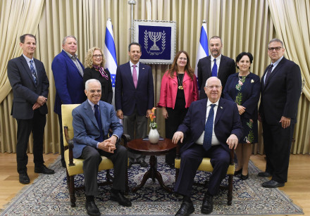 President Reuven Rivlin (R) meets with representatives of the Jewish Federations of North America