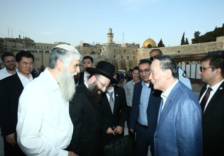 Vice President of China visits the Western Wall and the Church of the Holy Sepulchre
