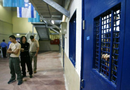 Palestinian prisoners wait to be released from Ketziot prison, southern Israel, October 1, 2007
