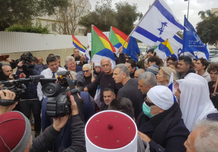 Yesh Atid leader Yair Lapid rallies against the Nation-State Law.