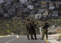 IDF soldiers at West Bank checkpoint