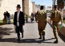 Haredi man and IDF soldiers in Jerusalem.