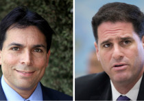 Israeli Ambassador to the UN Danny Danon (L) and Ambassador to the US Ron Dermer