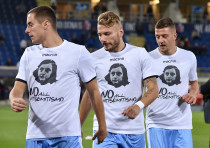 Players wear shirts with Anne Frank's picture to combat antisemitism