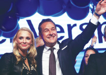 Heinz-Christian Strache, the head of the far-right Freedom Party, celebrates in Vienna with his wife