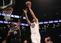 Golden State Warriors forward Omri Casspi shoots over Brooklyn Nets forward Rondae Hollis-Jefferson