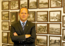 JERUSALEM MAYOR Nir Barkat is still on the fence about running for reelection.