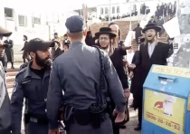 Extremists protests as Beit Shemesh takes down modesty signs