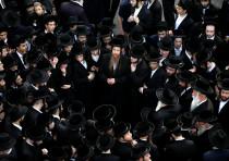 Ultra-Orthodox Jews gather during the funeral spiritual leader Rabbi Aharon Yehuda Leib Shteinman