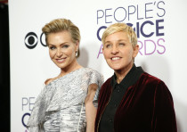 Actress Portia de Rossi (L) and television personality Ellen DeGeneres pose backstage at the People'