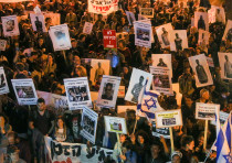 Protestors demonstrate against Israel's plan to deport asylum-seekers
