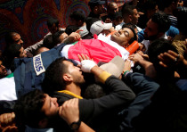 Palestinians carry the body of slain journalist Yasser Murtaja during his funeral