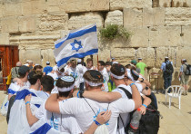 Youth from all over the world celebrating Israeli independence at the Western Wall