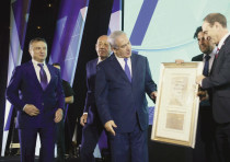 PRIME MINISTER Benjamin Netanyahu receives the Keren Hayesod Isaiah Award.