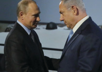 Russian President Vladimir Putin and Israeli Prime Minister Benjamin Netanyahu shake hands as they a