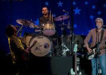 Ringo Starr performs in Tel Aviv with Steve Lukather (left) and Graham Gouldman.