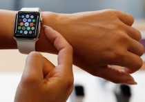 A woman tries a new Apple Watch