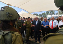 Prime Minister Benjamin Netanyahu and the security cabinet visit Homefront Command, July 16, 2018