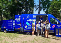Israeli Scouts Tsofim get ice cream and learn about a more civilized Israeli discourse