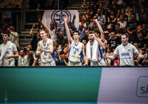 ISRAELI PLAYERS celebrate on the bench in the closing minutes of the blue-and-white's 80-66 victory