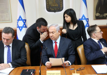 Prime Minister Benjamin Netanyahu whispering in cabinet government meeting on July 23, 2018