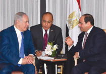 Egyptian President Abdel Fattah al-Sisi (right) speaks with Prime Minister Benjamin Netanyahu during