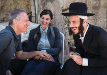 'THE OTHER STORY' director Avi Nesher (left) with actors Joy Rieger and Natan Goshen.