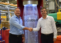 Minister of Economy and Industry, Eli Cohen (right), and SodaStream's CEO Daniel Birnbaum at the Min