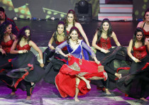 Bollywood actress Madhuri Dixit (C) performs at the 14th annual International Indian Film Academy