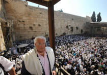 Ambassador Friedman joins Jews for priestly blessing at Western Wall (September 26, 2018).