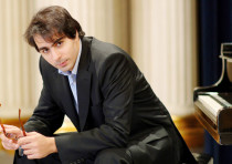 Conductor-pianist Saleem Abboud Ashkar presides over a slew of romantic works by Franz Liszt.