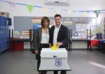 Ofer Berkovitch votes during the second mayoral elections.