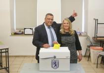 Moshe Lion wins