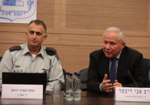 Tamir Heiman (L) addresses the Knesset's Foreign Affairs and Defense Committee, December 11th, 2018