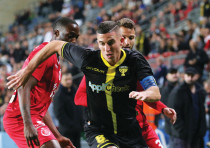BEITAR JERUSALEM forward Idan Vered dribbles past a pair of Hapoel Tel Aviv defenders during Beitar'